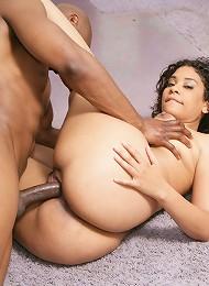 Big booty Pritsy devours massive black