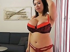 Supe Juggy Asian Slut Gives Unforgettable Relaxing Massage