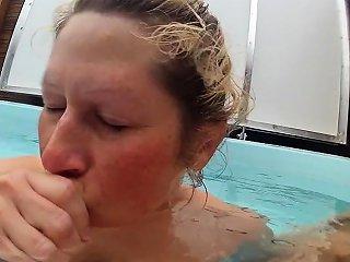 Pleasing Under Water Drtuber