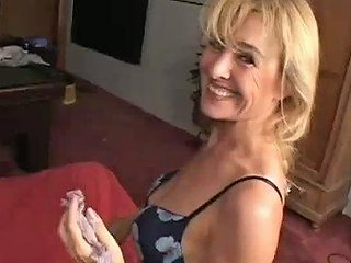 Wrinkled Cougar Mia Undresses And Gets Her Twat Licked A Bit