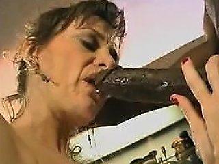 Mature Italiana Takes Anal Italian Cuckold Drtuber