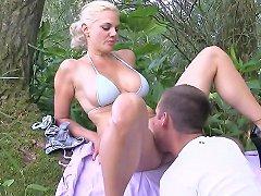 Big Tits Milf Monika Op De Wal Gewipt