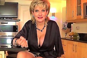 Adulterous British MILF Gill Ellis Reveals Her Heavy Boobies