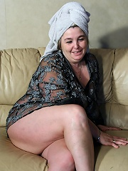 Big mama playing with her pussy on the couch
