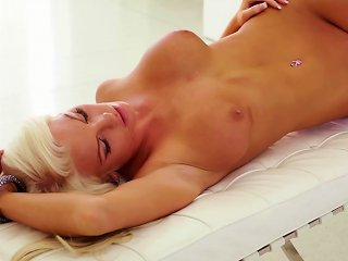 Superb Blonde Amazes In Naughty Solo