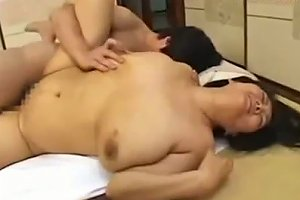 Fat Mature Woman Getting Her Pussy Fucked By Young Guy Cum To Boobs On The Mattress In The Room
