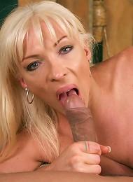 Lustful tranny Lorena enthus...