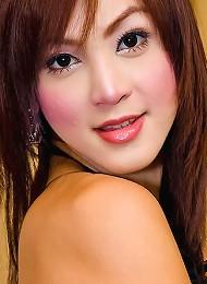 Asian t-girl Aum makes her d...
